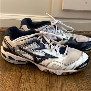 Lightly used mizuno volleyball shoes